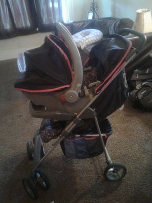 Girl carseat and stroller for Sale in Detroit, MI