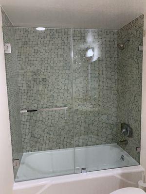 Frameless shower door per sqft with hardware for Sale in Aventura, FL