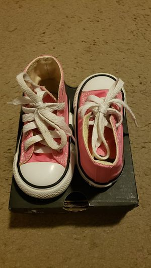 Toddler pink converse for Sale in San Antonio, TX