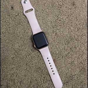 Apple Watch Series 5 40MM for Sale in North Charleston, SC