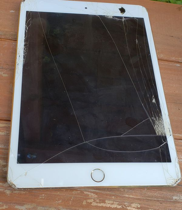 IPAD MINI. WORKS GREAT JUST NEEDS SCREEN REPLACEMENT