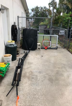 Basketball Hoop good condition for Sale in Pompano Beach, FL