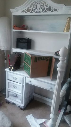 Desk and top piece for Sale in Abilene, TX