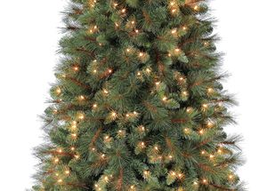 Christmas Tree Scottsdale Pine Artificial 7.5ft Pre-Lit for Sale in Mesa, AZ
