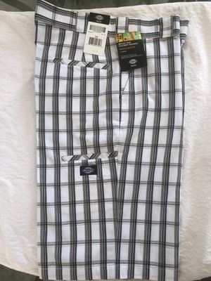 Dickies plaid short 34 waist 13 inch inseam cell pocket Regular fit for Sale in Pico Rivera, CA