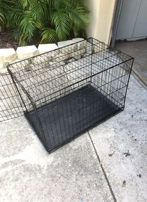 Collapsible metal dog crate with plastic washable insert for Sale in NEW PRT RCHY, FL
