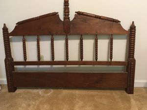 Vintage spindle Queen bed frame for Sale in Chattanooga, TN