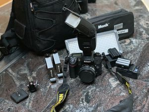 Photographers package -Nikon D7000 camera, 50 mm lens, yongnuo speedlight YN560, camera bag, Menik LED video light, 2 batteries & AC chargers for Sale in Seattle, WA