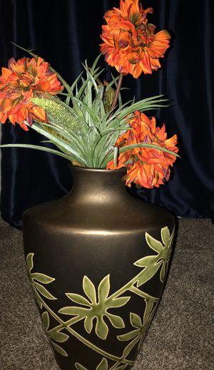Vase with flowers for Sale in Broken Arrow, OK