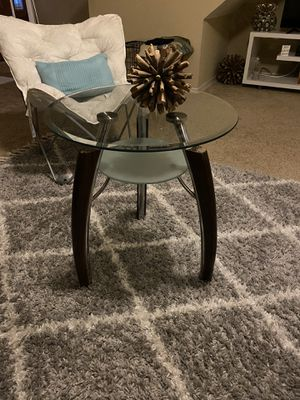 Glass end table for Sale in Apopka, FL