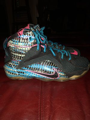 Nike Lebron XII 12 Chromosomes Black/Pink/Blue Lagoon Youth Size 6 for Sale in Lilburn, GA