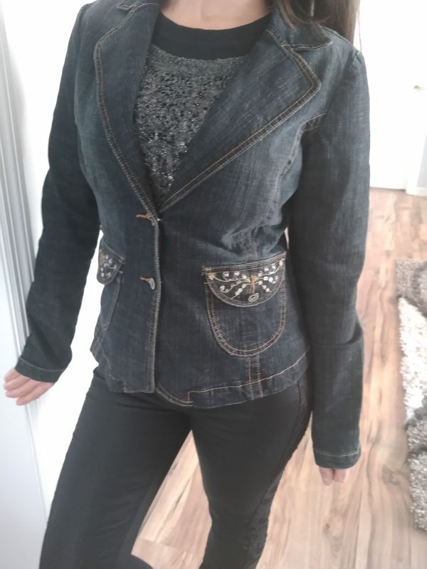 Jeans Jacket. Size M. New, never wear. No tag.