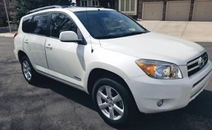 Automatic transmission 2006 TOYOTA RAV4 Cloth seats for Sale in Tampa, FL