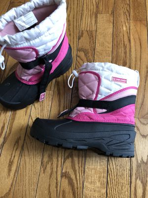Girls size 4 snow boots for Sale in Ashburn, VA