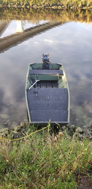 10ft Jon Boat with Deck and trailer for Sale in Pembroke Pines, FL