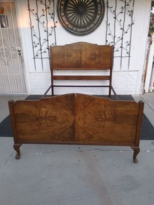 Full size VONO Traditional Antique (1900-1950) for Sale in Moreno Valley, CA