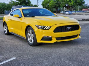 2017 FORD MUSTANG V6 for Sale in Miami, FL