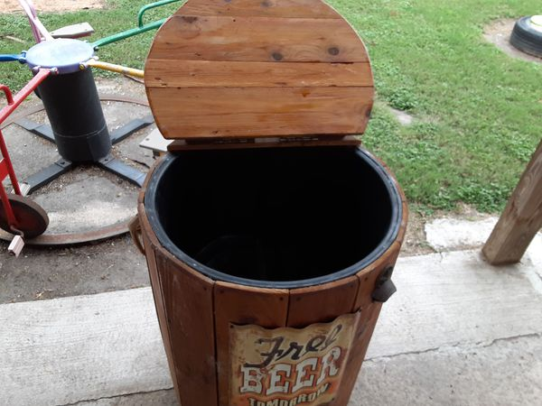 Beer and drinks cooler