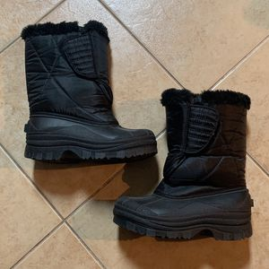 Kids Snow Boots Size 2 for Sale in Corona, CA