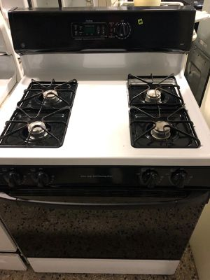 "30"" GE GAS STOVE BLACK AND WHITE WITH WARRANTY for Sale in Woodbridge, VA"