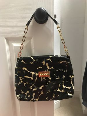 Tory Burch patent leather shoulder bag, mint condition for Sale in Houston, TX