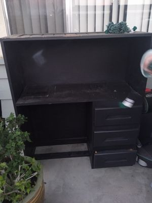 Twin bed with desk and closet book shelf underNeath really nice for Sale in Watsonville, CA