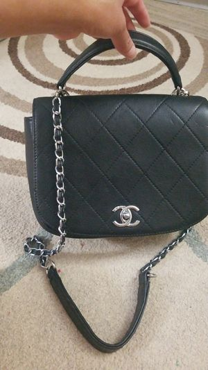 Aurentic Chanel Messenger bag for Sale in Sterling, VA