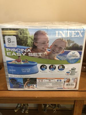 Intex 8ft x 2.5ft Easy Set Swimming Pool NEW with Filter and Pump for Sale in Newington, CT