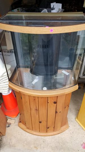 35 gallon fish tank with hardwood base and built-in filtration system for Sale in Cranbury, NJ