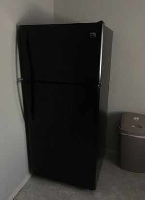 Kenmore Refrigerator for Sale in Hutchinson, KS