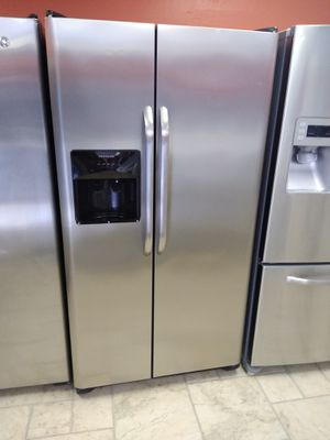 Frigidaire side by side fridge for Sale in New Port Richey, FL