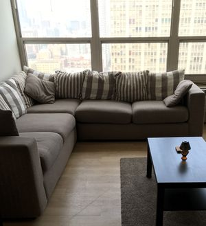 L-Shaped Couch/Pull Out Bed for Sale in Chicago, IL