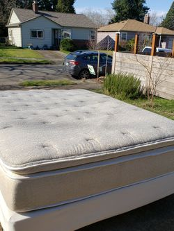 Complete SIMMONS QUEEN Bed SET-Excellent Condition for Sale in Portland,  OR