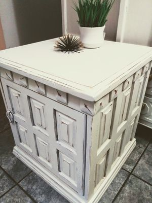 Shabby Chippy Distressed Side Table / End Table / Night Stand for Sale in Phoenix, AZ