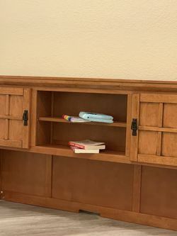 Home Styles Arts and Crafts Cottage Oak Pedestal Desk Hutch for Sale in Eddy,  TX