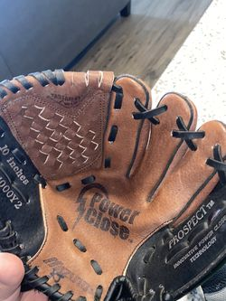 10 Inch Like New Baseball/soft Ball Glove for Sale in Bastrop,  TX