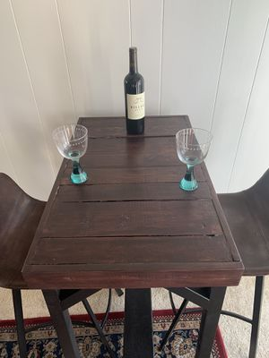 Repurpose pallet woodPub table and stools for Sale in Vallejo, CA