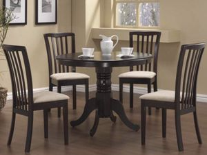 5 Piece Round Solid Wood Dinning Room Set!!!! for Sale in El Cajon, CA