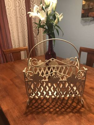 Iron magazine rack - Very good condition! *Reduced* for Sale in Peoria, AZ