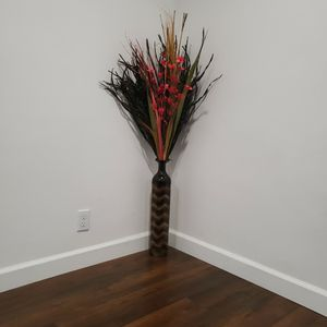 Metal Vase With Dry Flower Bouquet for Sale in Cupertino, CA