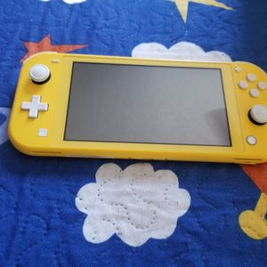 Nintendo switch lite yellow for Sale in Fort Lauderdale, FL