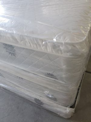 BRAND NEW factory wrapper KING pillow top white set mattress HABLO ESPANOL for Sale in Las Vegas, NV