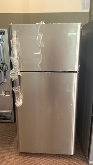 Frigidaire stainless steel refrigerator LFTR1821TFA for Sale in Austin, TX
