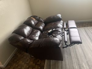 Leader couch works great for Sale in Bellevue, WA