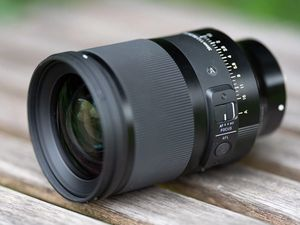 Sigma 35mm f/1.2 lens for Sony e-mount for Sale in Las Vegas, NV