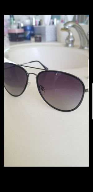H by halston sunglasses for Sale in Gilbert, AZ