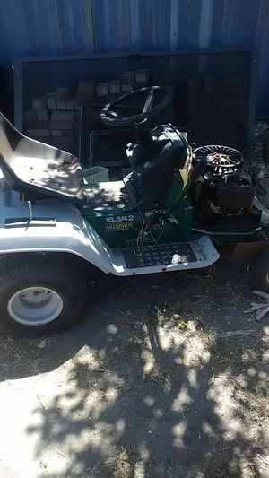 John deer riding lawn mower for Sale in San Bernardino, CA