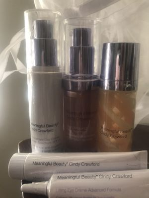 Cindy Crawford's Meaningful Beauty set with meshed bag for Sale in Chula Vista, CA