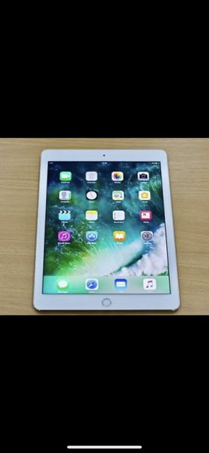 Apple iPad Air 2, 16 GB, silver with keyboard , like new for Sale in Fairfax, VA