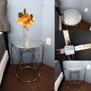 Single beautiful West elm side table /end table for Sale in Tampa, FL